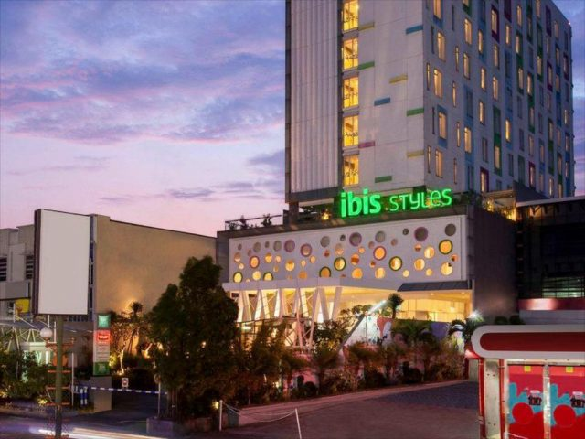 https://hertfordshiretiles.co.uk/wp-content/uploads/2021/03/ibis-hotel-640x480.jpg